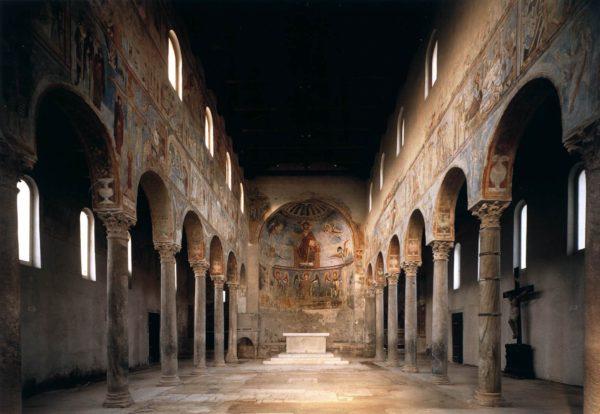 Interno della Basilica di San Michele Arcangelo a Sant'Angelo in Formis proposto da Federico Gravino